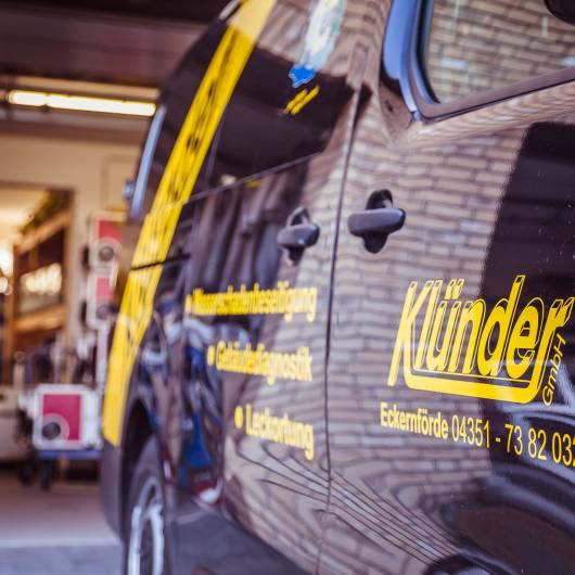Hier sehen Sie unsere Firmenfahrzeuge der Wasserschaden Notdienst Experten in Kiel