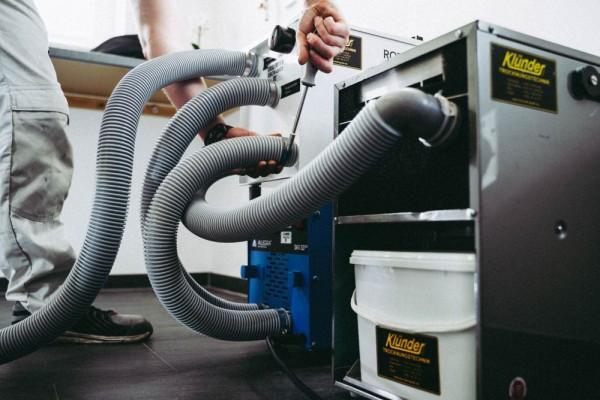Hier sehen Sie unser Trocknungsgerät zum Austrocknen des Wasserschadens