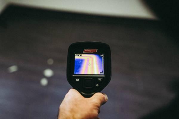 Unsere Experten nutzen für die zerstörungsfreie Leckortung bei wasserführenden Leitungen die Infrarot Thermografie
